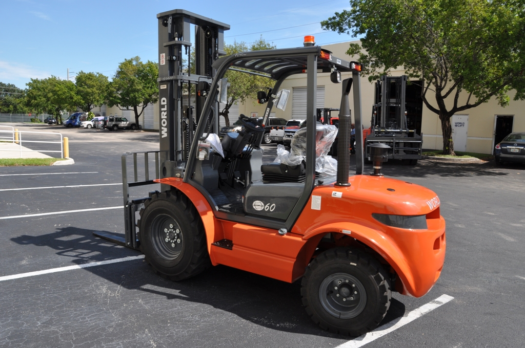 6,000 Capacity Rough Terrain Forklift with Diesel Engine