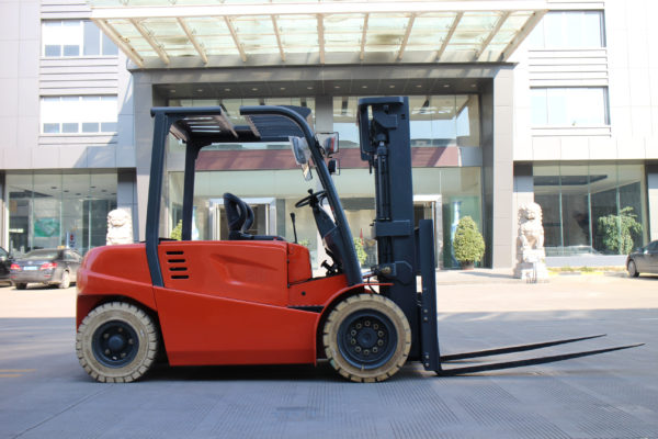 3,000 to 15,000 lb electric forklift