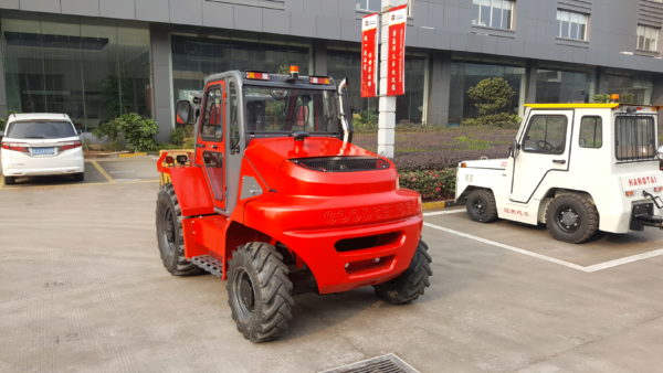 4WD Rough Terrain Forklifts